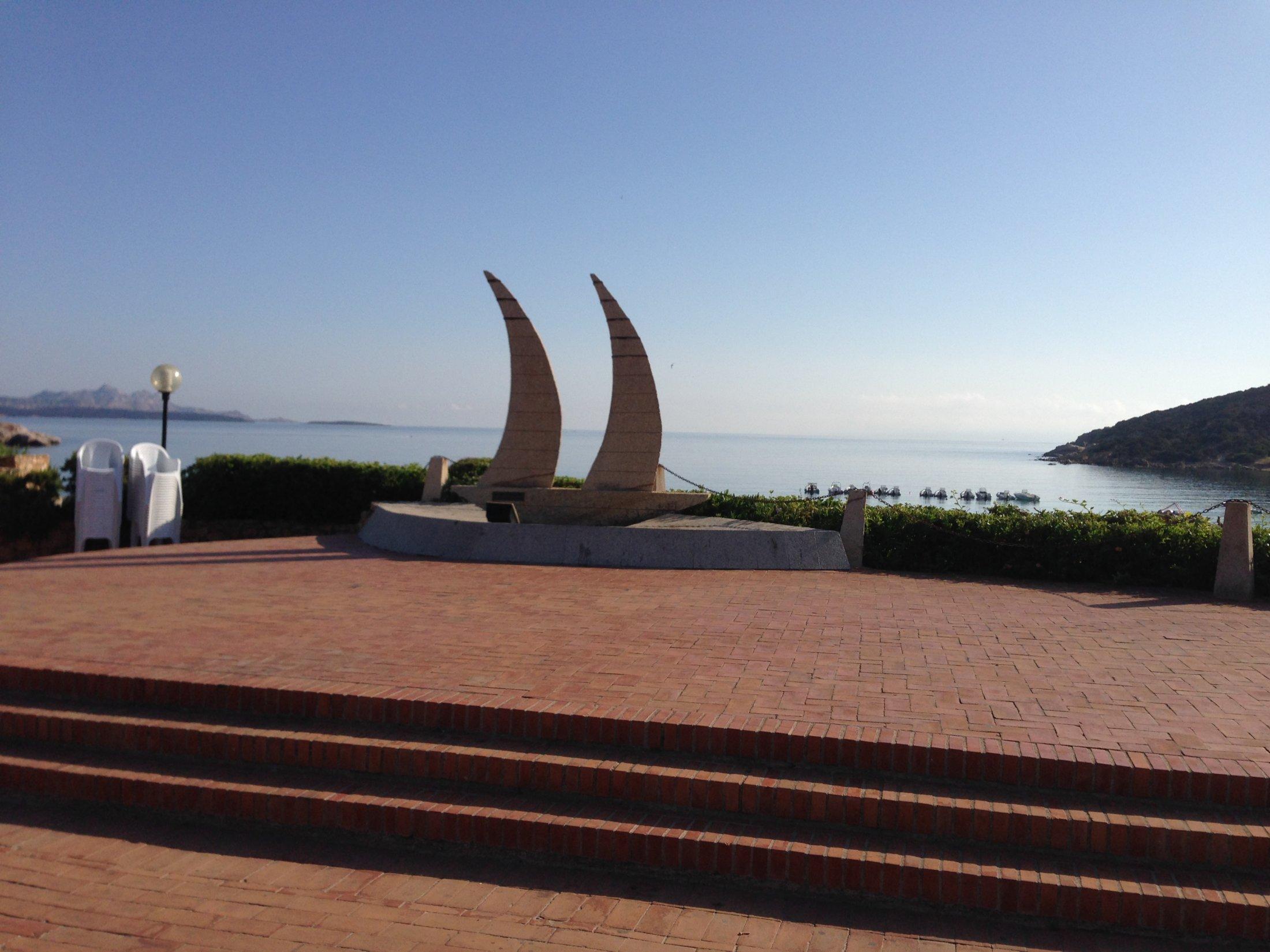 Baja Sardinia, Piazzetta due vele