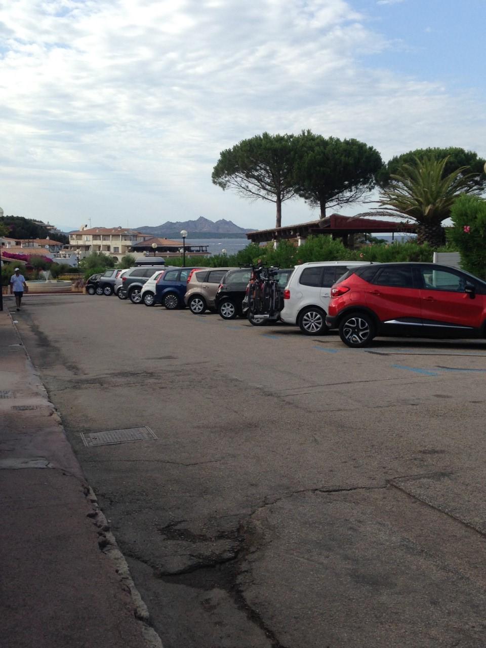 Parking Via Dei Cedri, Baja Sardinia