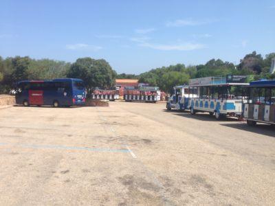 "<a href=""https://www.google.it/maps/@41.1289613,9.5356832,74m/data=!3m1!1e3""><b>Parking autobus Porto cervo</b></a>"