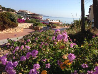 "<a href=""https://www.google.it/maps/place/07021+Baja+Sardinia+OT/@41.1389023,9.477577,136m/data=!3m1!1e3!4m5!3m4!1s0x12d94148e3b92645:0xb3026073268d848f!8m2!3d41.1402366!4d9.4762976""><b>Baja Sardinia</b></a>"