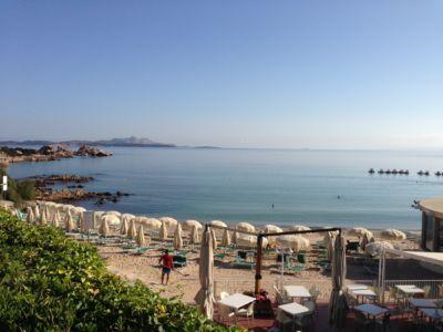 """<a href=""""https://www.google.it/maps/place/07021+Baja+Sardinia+OT/@41.1397221,9.4775996,280m/data=!3m1!1e3!4m5!3m4!1s0x12d94148e3b92645:0xb3026073268d848f!8m2!3d41.1402366!4d9.4762976""""><b>Baja Sardinia , Spiaggia.</b></a>"""