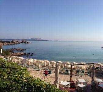 """<a href=""""https://www.google.it/maps/place/07021+Baja+Sardinia+OT/@41.1396788,9.4781289,139m/data=!3m1!1e3!4m5!3m4!1s0x12d94148e3b92645:0xb3026073268d848f!8m2!3d41.1402366!4d9.4762976""""><b>Baja Sardinia, Spiaggia </b></a>"""
