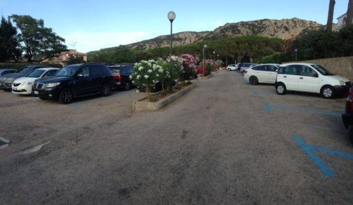 """<a href=""""https://www.google.it/maps/place/Via+del+Maestrale,+07021+Baja+Sardinia+OT/@41.139083,9.4778857,52m/data=!3m1!1e3!4m5!3m4!1s0x12d94137d5a7eee5:0xaa757d1c679d976e!8m2!3d41.1391988!4d9.4778304""""><b>Parking di via della Mortella - Baja Sardinia </b></a>"""