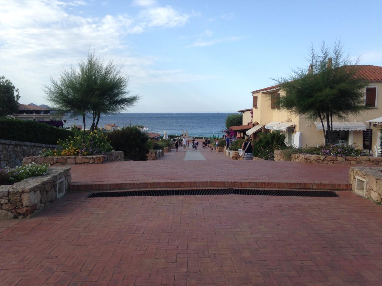 Verso La Piazzetta Due Vele - Baja Sardinia